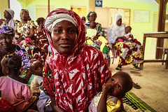 Woman and child at clinic - Tombouctou  (1 of 1)