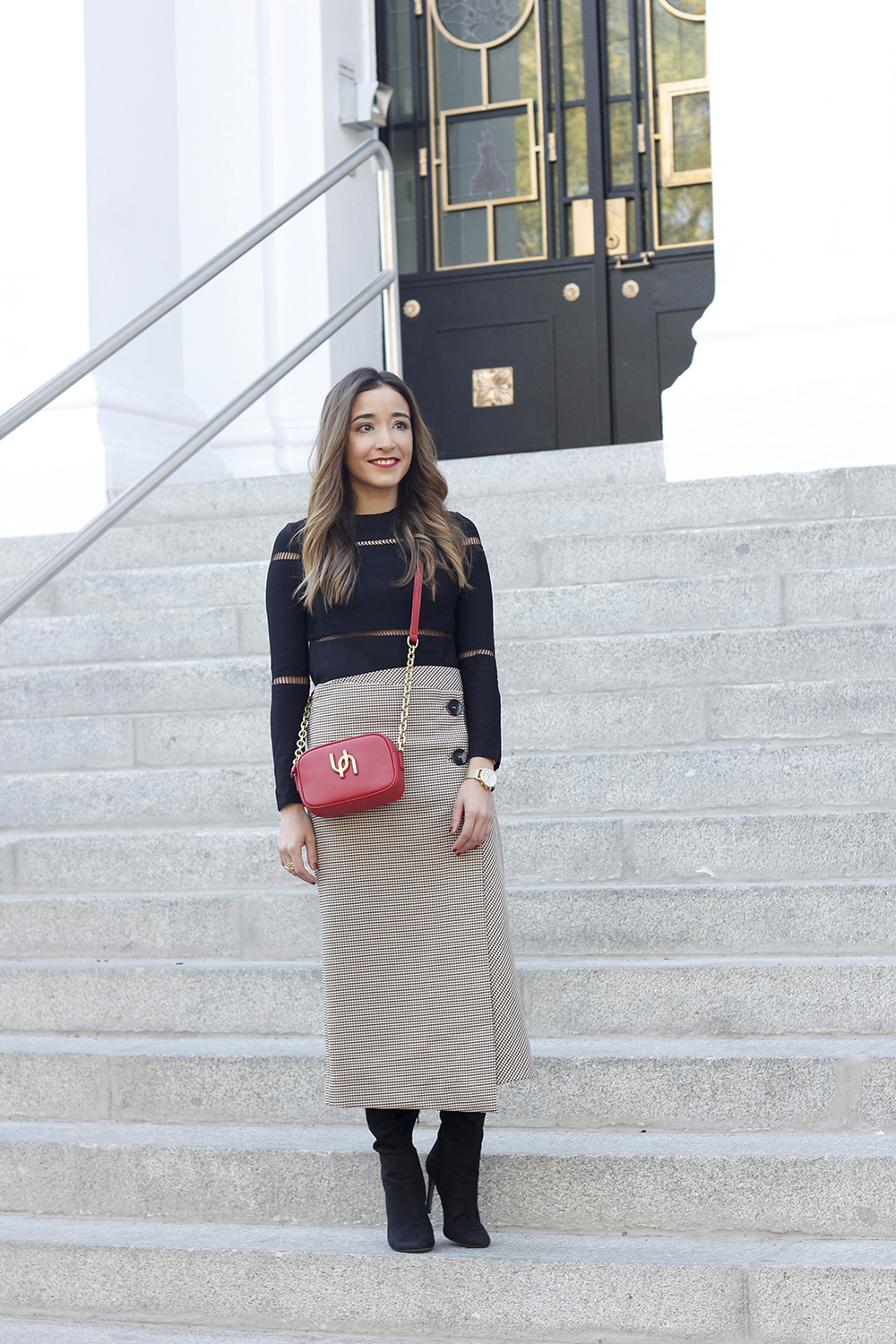 houndstooth skirt zara over the knee boots fall outfit uterqüe street style02