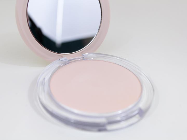 Camouflage 2in1 Powder & Make-up van Essence