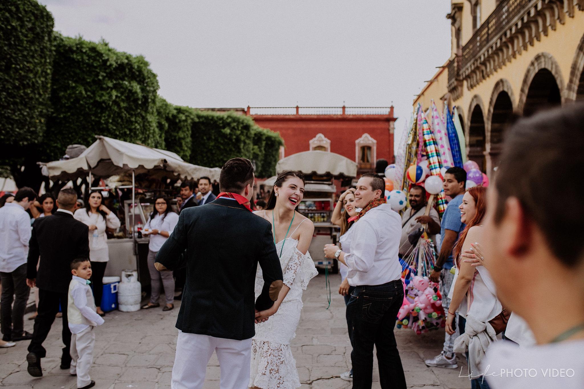 SanMigueldeAllende_Wedding_Callejoneada_Vaquillada_0077