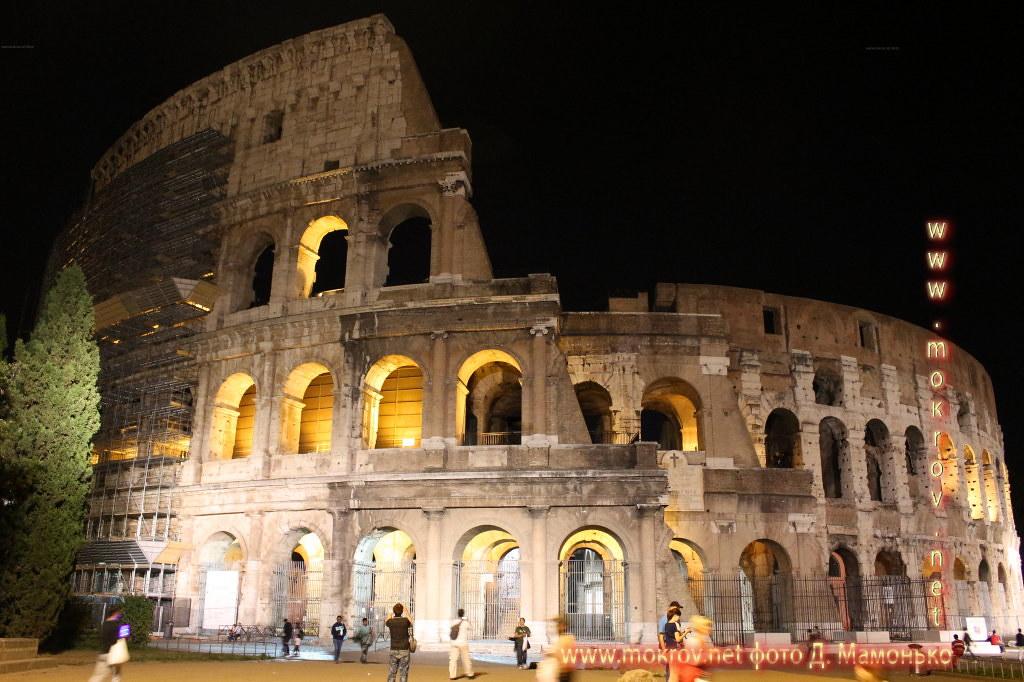 Исторический центр Рима — Италия прогулки туристов с фотокамерой