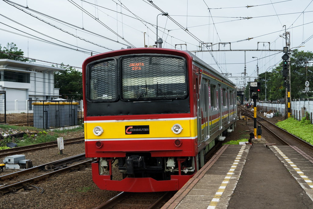 JR205;Blue Line'Stasiun Jatinegara