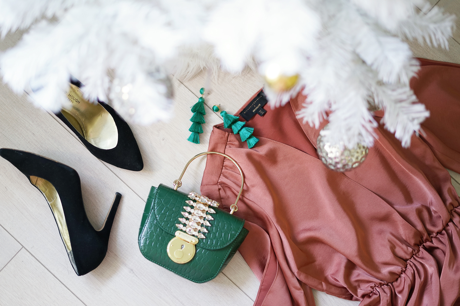 02revolve-michaelcostello-holiday-fashion-flatlay