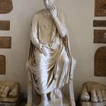 Statua maschile seduta (età tarda repubblicana - testa /ritratto del III secolo dC.) - Musei Capitolini Roma - https://www.flickr.com/people/94185526@N04/