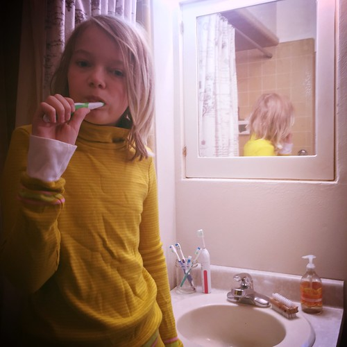Nels, Brushing Teeth (13)