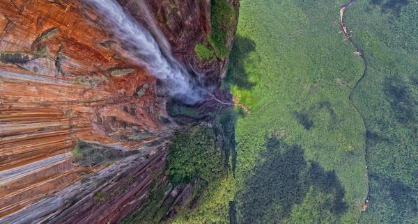 Cuốn sách Kỳ quan thiên nhiên thế giới
