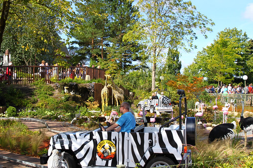 safari attraction with giraf made of lego