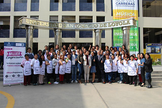 El viernes pasado 3 de noviembre, madres de familia, socias de comedores populares del distrito de Independencia, recibieron el último Taller Magistral de Cocina sobre Reciclaje Culinario como parte del proceso formativo del Proyecto Mujer Empresaria organizado por la Universidad San Ignacio de Loyola, a través de su Vicepresidencia de Responsabilidad Social (VPRS) y el Instituto de Emprendedores USIL; y la empresa Cálidda Gas Natural del Perú.