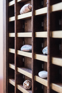 Rocks on a shelf | by timtom.ch