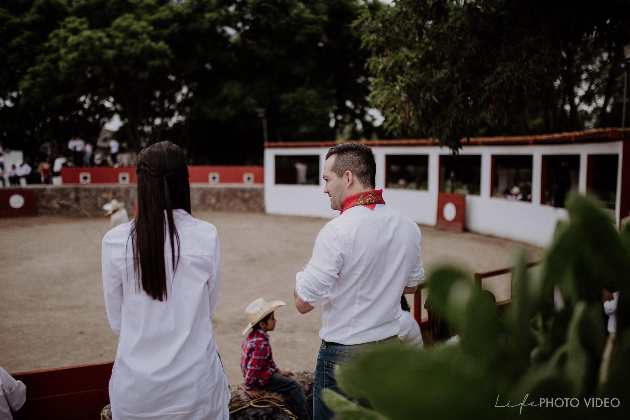 SanMigueldeAllende_Wedding_Callejoneada_Vaquillada_0009