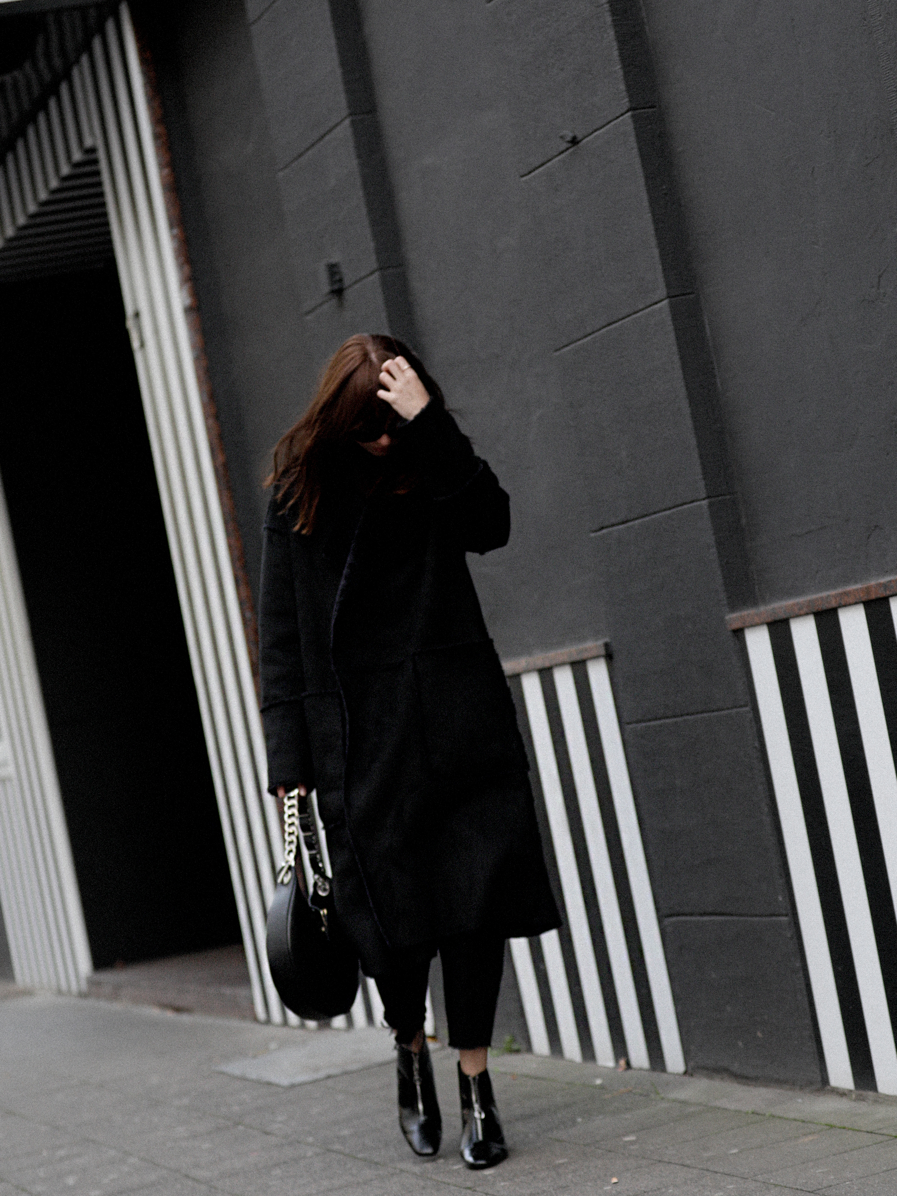 outfit black coat mango zara allblack allblackeverything winterlook fall winter fashion fashionblogger düsseldorf germany cats & dogs modeblog styleblog 4