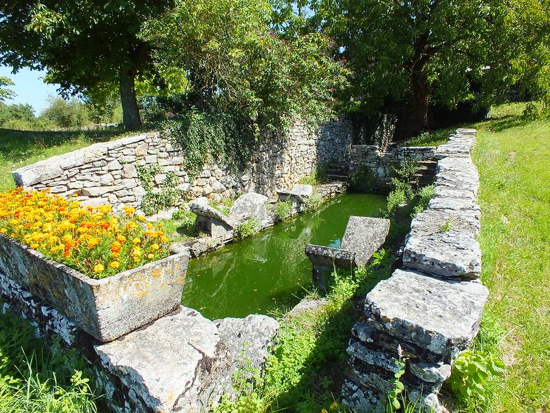 [230-002] Puyjourdes - Lavoir et son lac de Saint-Namphaise