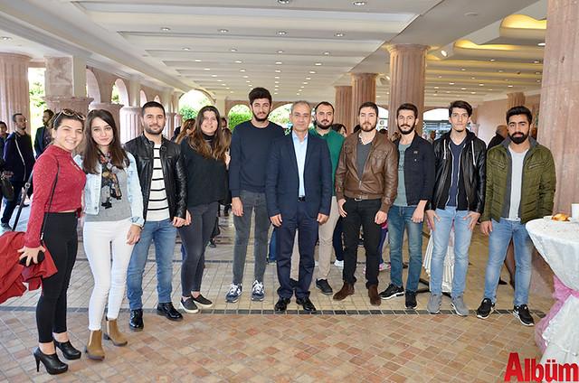 Alanya Alaaddin Keykubat Üniversitesi Rektörü Prof Dr. Ahmet Pınarbaşı ve öğrencileri Albüm için poz verdi.