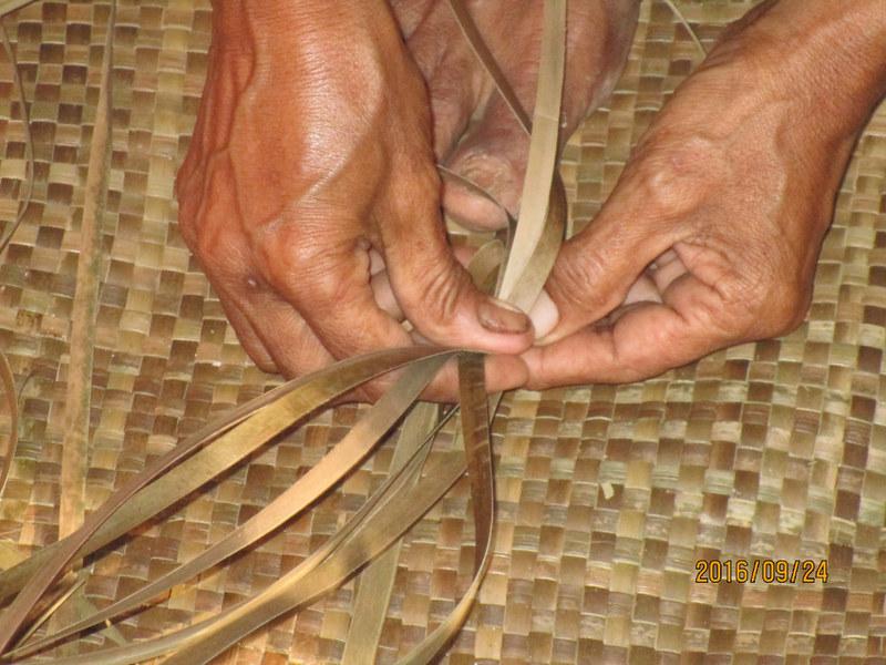 Bariw banig weaving