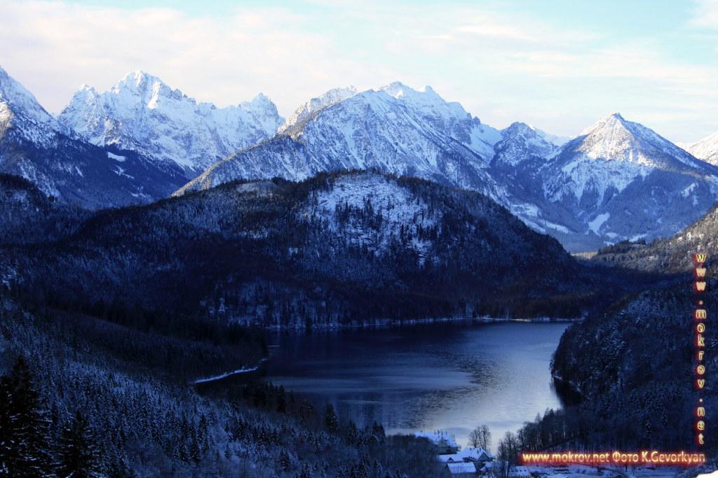 Исторический центр Баварии — земля на юге и юго-востоке Германии с фотоаппаратом прогулки туристов