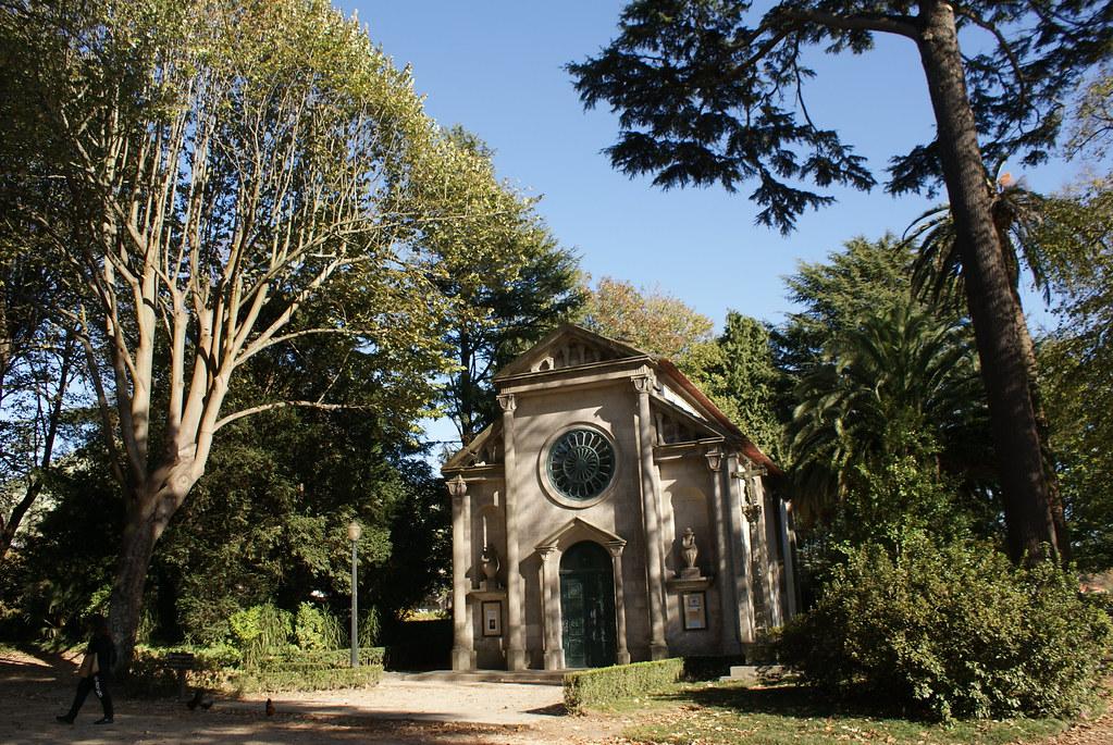 Chapelle dans le jardin du Palácio de Cristal à Porto
