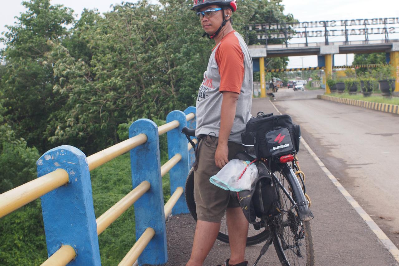 Selfie di jembatan Siphon Cibeet