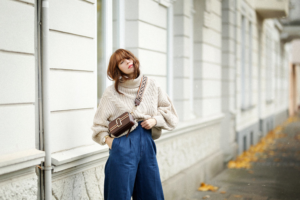 outfit ootd lookbook post seventies siebziger 70s styling marc jacobs snapshot bag suede heels paperbag jeans cable knit styling analog style fashionblogger düsseldorf germany germanblogger max bechmann fotografie film ricarda schernus cats & dogs blog 7