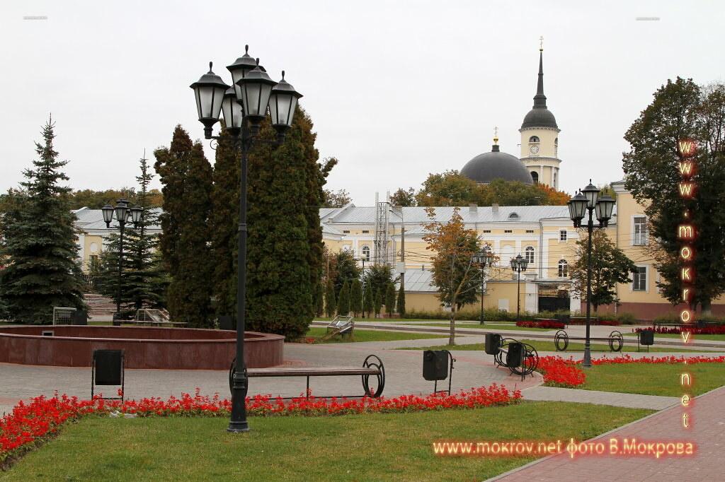 В городе Калуга Площадь между зданием Администрации и Гостиным двором носит название Старый Торг.
