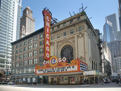 800px-Chicago_Theatre_blend
