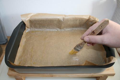 14 - Auflaufpfanne mit-Backpapier auslegen & mit Olivenöl auspinseln / Put baking paper in casserole & spread with olive oil