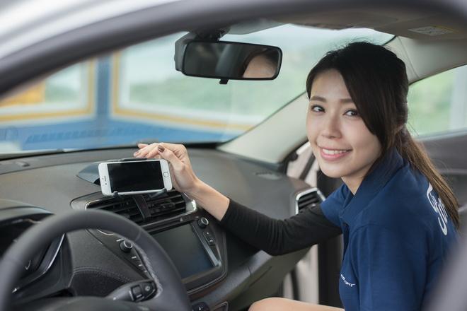 The All-New Ford Escort配備可攜式裝置支架兼顧娛樂與安全_5