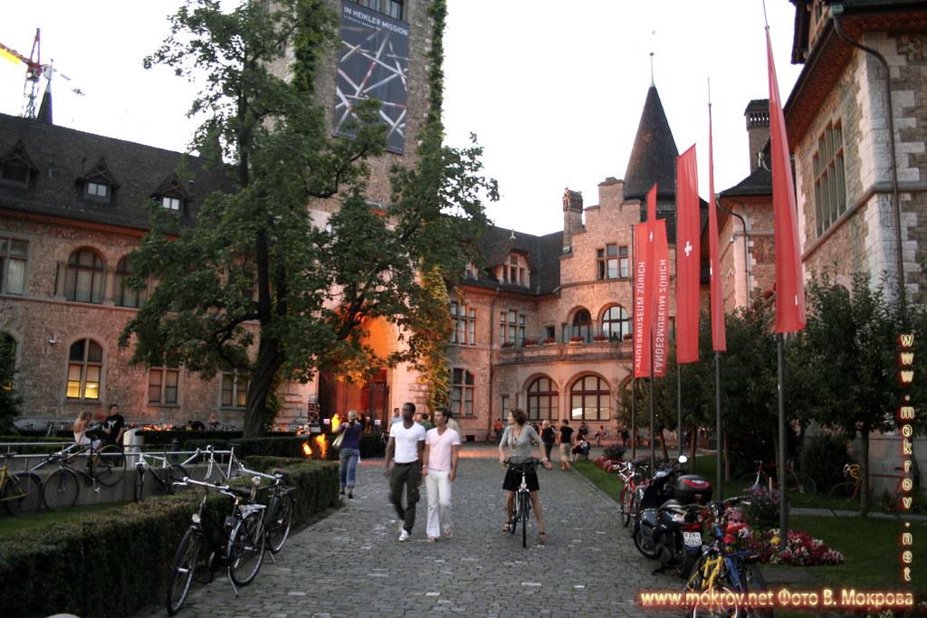 Исторический центр города Цюриха фотографии сделанные как днем, так и вечером