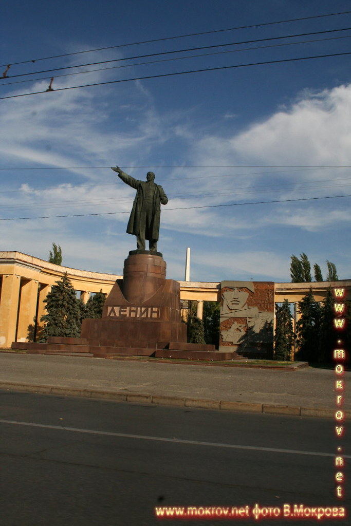 Город Волгоград памятник В.И.ЛЕНИНУ.