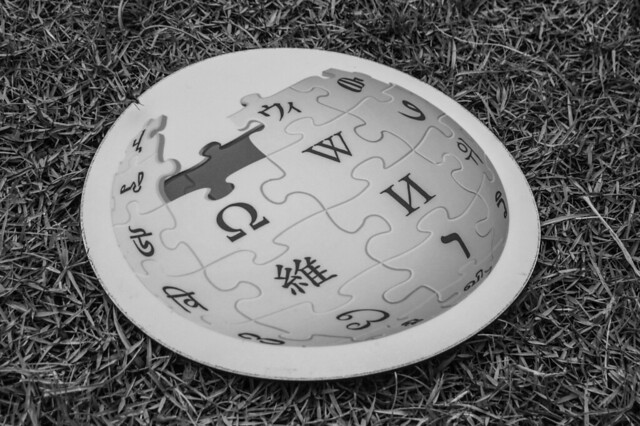 Wikipedia logo mousepad
