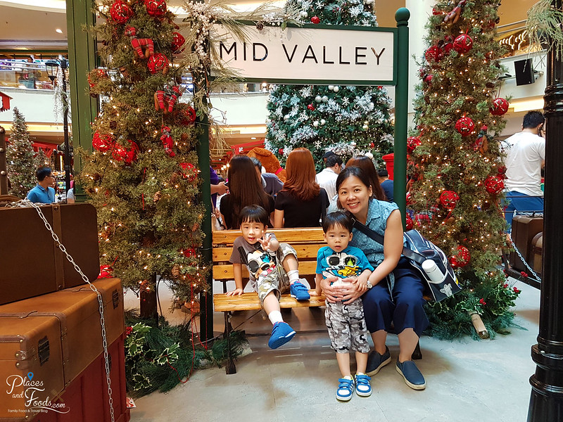 mid valley christmas 2017 bench