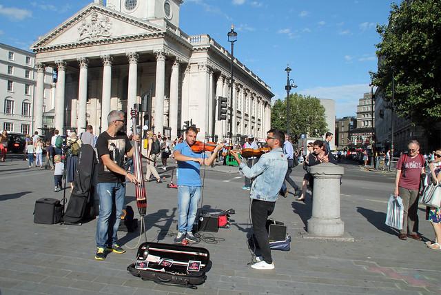20150821_4943 Trafalgar Square buskers