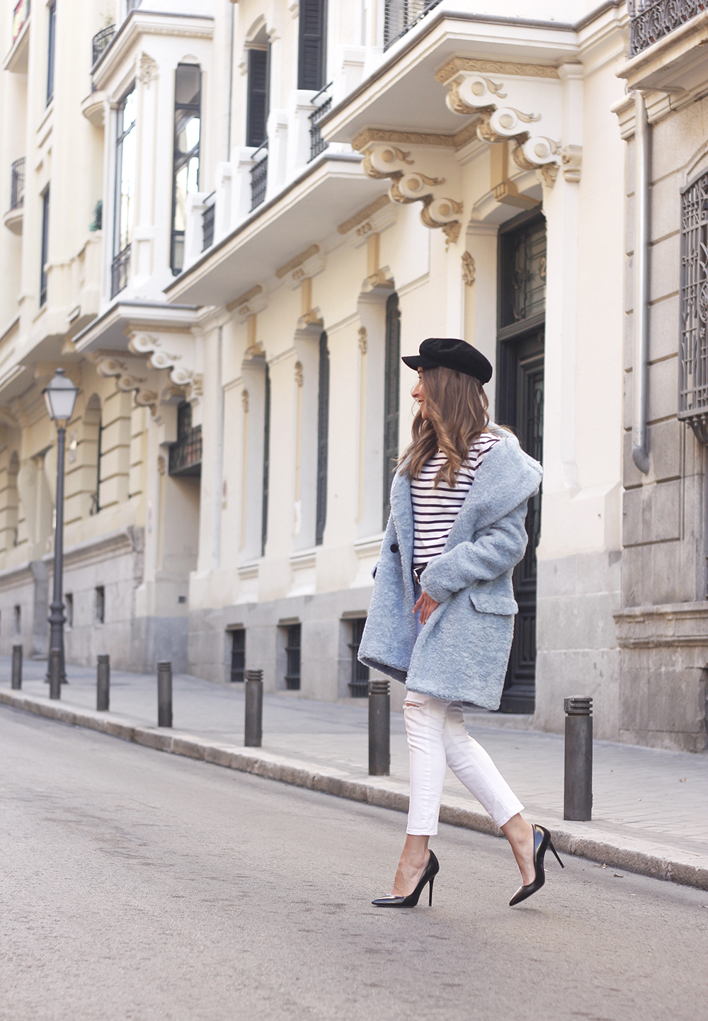 blue fur coat stripes white ripped jeans givenchy bag navy cap fall outfit street style02