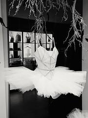 Ballerina invisibile... #danza #ballerina #dancer #vetrina #window #Summer2017 #ontheroad #Brussels #Bruxelles #Belgio #Belgium #Belgio