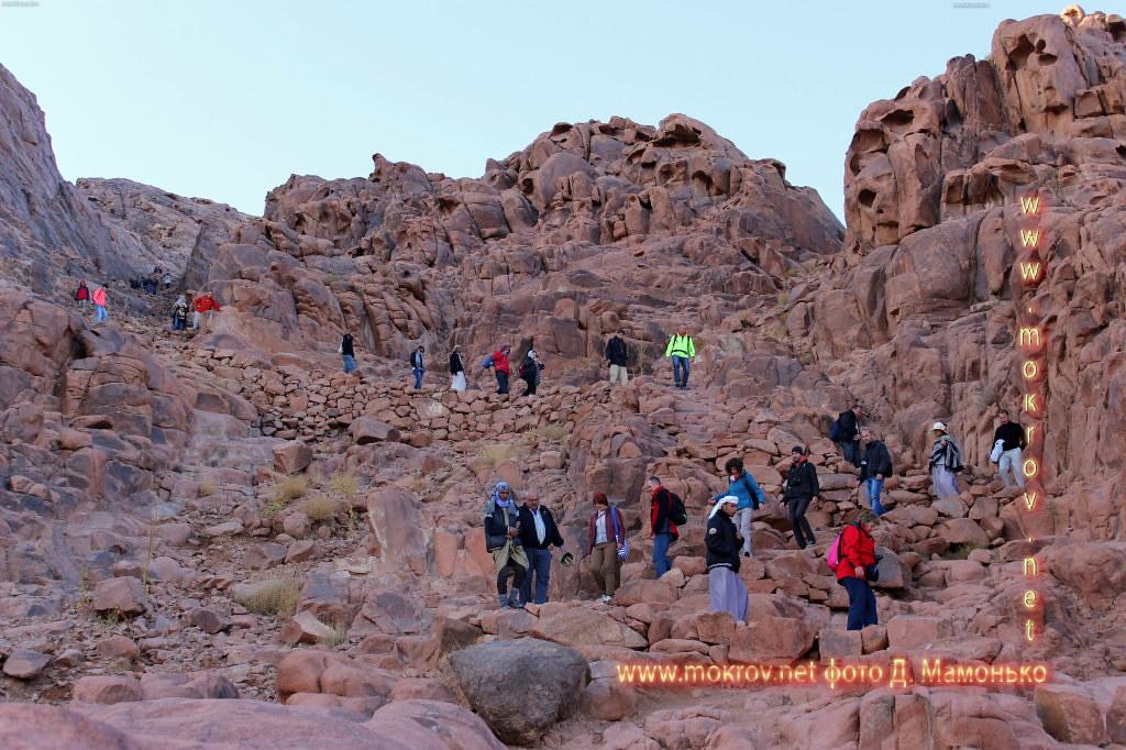 Синайские горы — Египт прогулки туристов с фотокамерой