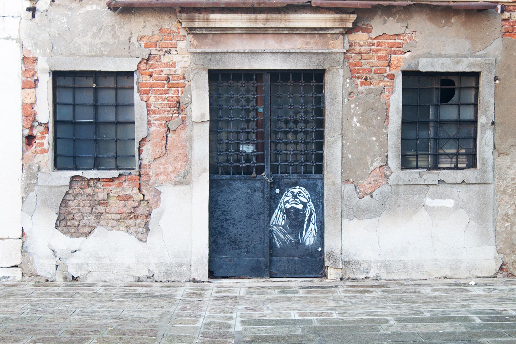 Streets of Venice, Art on Door | lifeofkitty.co.uk