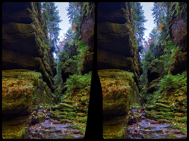 Crevice at Hell's ground 3-D / Stereoscopy / CrossEye / HDR / Raw