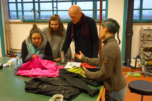 Tailoring Bike Light Jackets in Linz