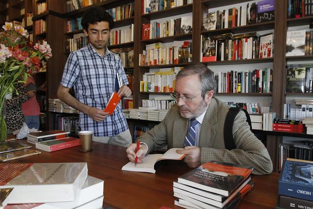 Manfred Svensson y Joaquín García-Huidobro realizan conversatorio sobre su último libro
