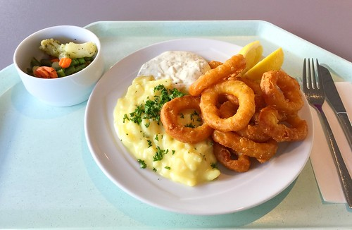 Baked calamari with remoulade & potato salad / Gebackene Calamari mit Remoulade & Kartoffelsalat
