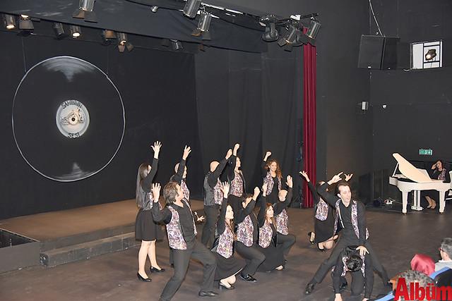 Alanya Belediye Tiyatrosu, Türk tiyatrosunun başyapıtlarından 'Gözlerimi Kaparım Vazifemi Yaparım' oyununu seyirciyle buluşturdu. -6