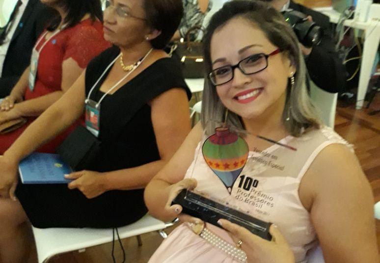 Adriane Menezes, de Santarém, recebe em SP o Prêmio Professores do Brasil, Prêmio Professores do Brasil - 10ª edição - vencedora de Santarém