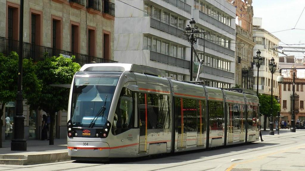 Transport en commun : Tram de Séville en Andalousie en Espagne.