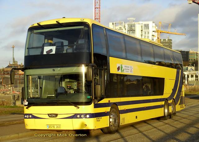 VDL AS91163 coach, Nikon COOLPIX S6800