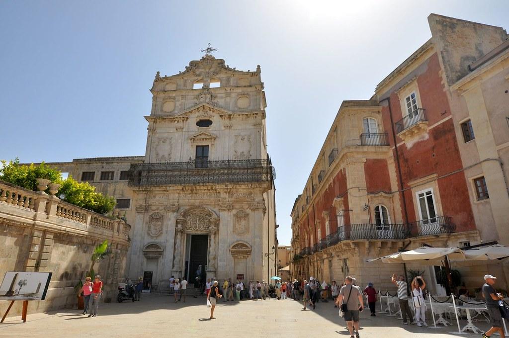 Hotels Near Duomo