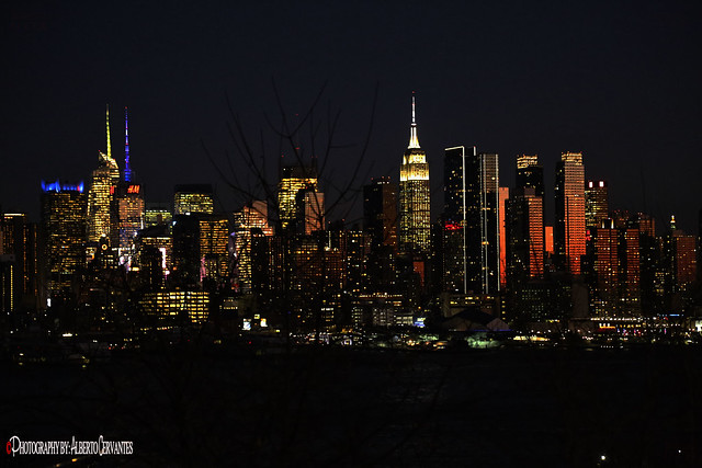 ANOCHECER EN LA CIUDAD. NIGHTFALL IN THE CITY. NEW YORK CITY.