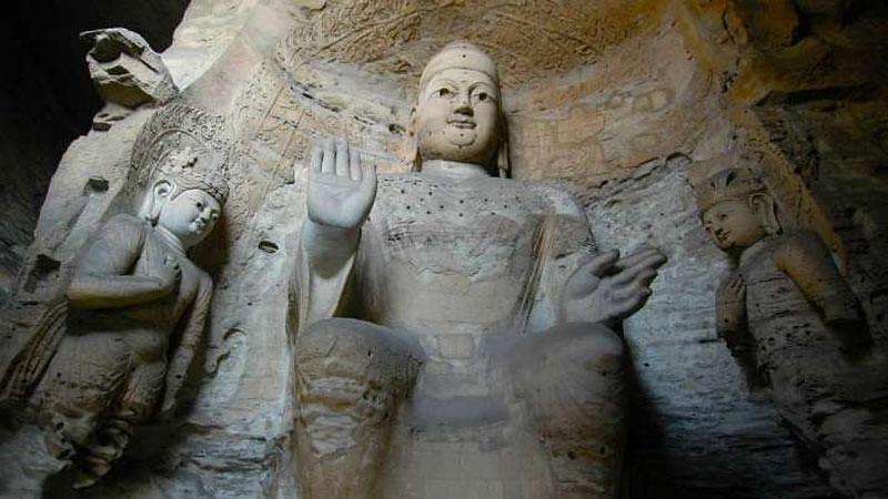 Tiga rupaka Buddhis yang asli di Gua Yungang di Provinsi Shanxi, Tiongkok.