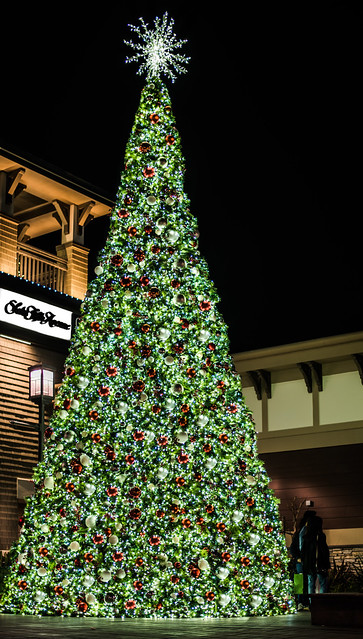 saks fifth avenue 2017 christmas tree