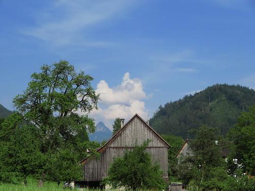 20170614 04 424 Jakobus Wolken Berge Hügel Baum Haus