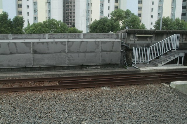 Sound absorbing baffles along the railway line