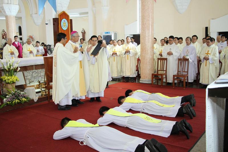 Thánh Lễ Truyền Chức Linh Mục Giáo Phận Qui Nhơn - Ảnh minh hoạ 58